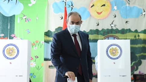 Никол Пашинян остался лидером масс  / На выборах в парламент Армении его партия получила 53,92% голосов