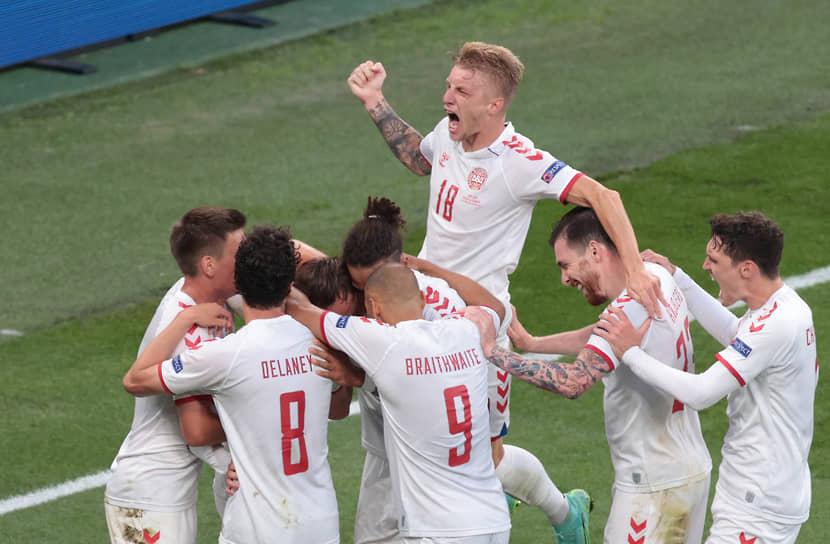 Миккель Дамсгор празднует гол в ворота сборной России
