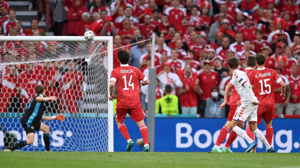 Датчанин Миккель Дамсгор открыл счет в матче на 38-й минуте