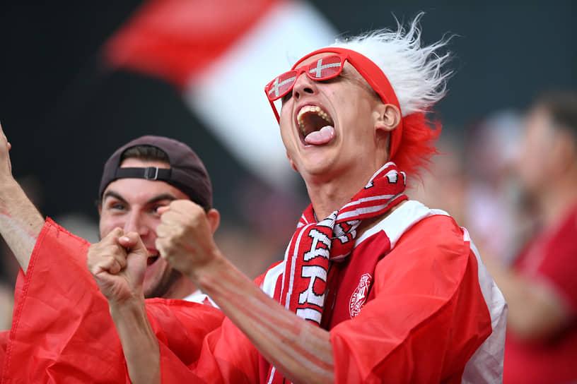Болельщики сборной Дании на трибуне стадиона в Копенгагене