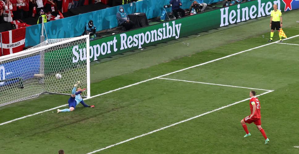 Артем Дзюба на 70-й минуте с пенальти забил единственный мяч сборной России в матче