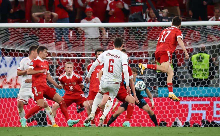 Датский защитник Андреас Кристенсен на 79-й минуте матча забил третий гол датчан