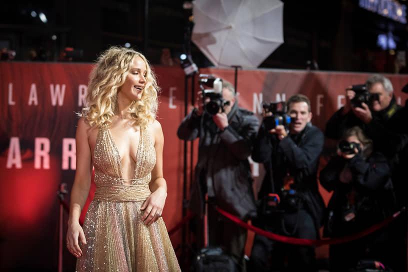 За последние десять лет самый высокий годовой заработок среди актрис оказался у Дженнифер Лоуренс — в 2015 году она получила около $52 млн, пропустив вперед только Роберта Дауни-младшего. Самыми прибыльными для актрисы стали роли в очередных частях «Голодных игр» и «Людей икс»