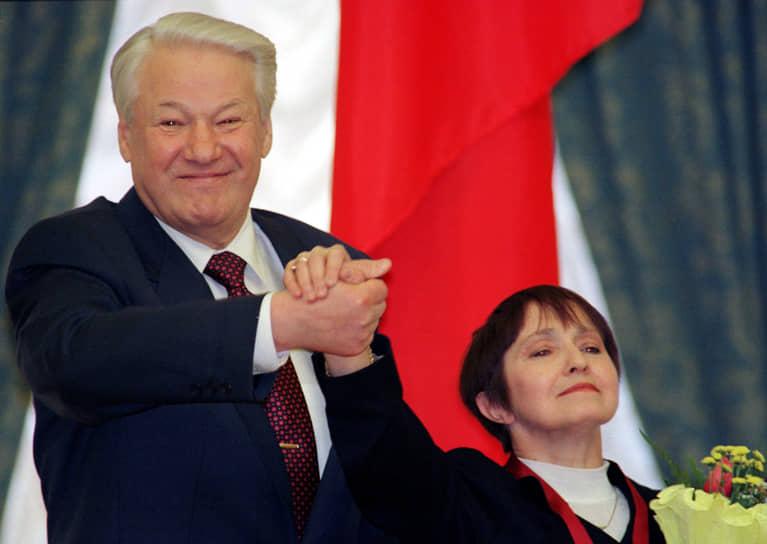 В 1969 году Москвина и Мишин стали чемпионами СССР, выиграли «бронзу» на чемпионате Европы в Гармиш-Патенкирхене (ФРГ), а на чемпионате мира в Колорадо-Спрингс (США) завоевали серебряные медали <br>На фото: Тамара Москвина и президент России Борис Ельцин, 1998 год