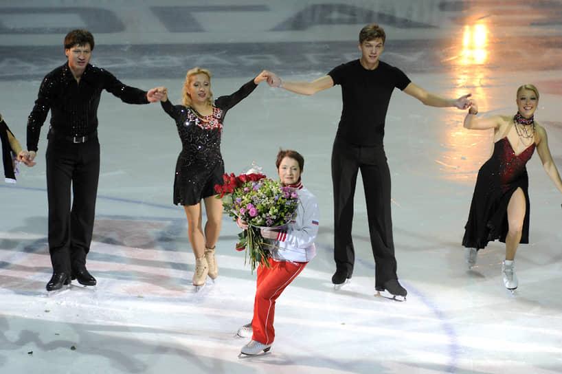 Серебряными призерами олимпиады в Нагано стали Елена Бережная и Антон Сихарулидзе — тоже подопечные Москвиной. В 2002 году на Олимпиаде в Солт-Лейк-Сити (США) они стали золотыми призерами
