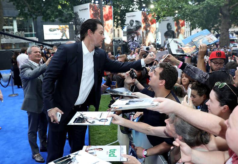 Марк Уолберг стал самым высокооплачиваемым актером в 2017 году, заработав $68 млн. Большая часть его дохода пришлась на работу в очередной части франшизы про боевых роботов «Трансформеры». В 2020 году он заработал $58 млн, заняв третью строчку в списке
