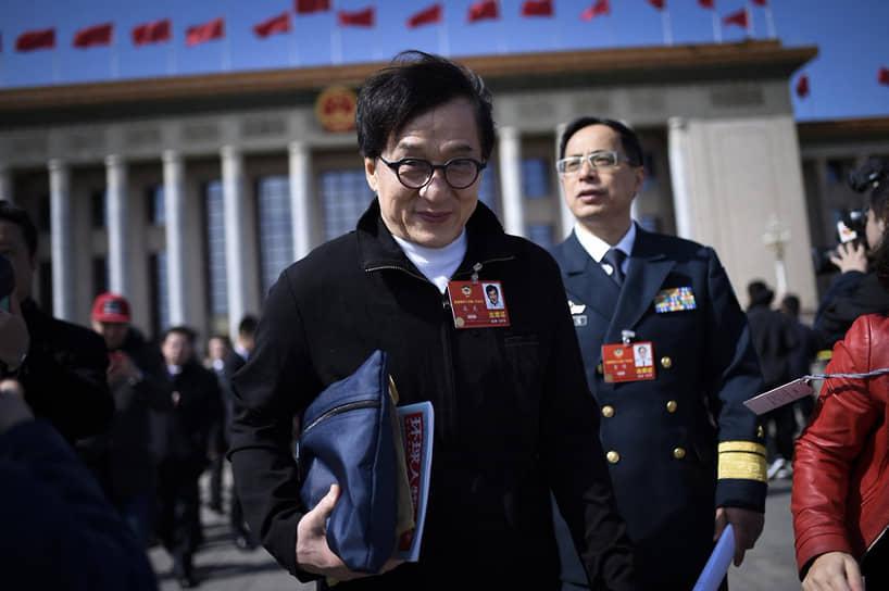 Джеки Чан, фильмы с участием которого с 1970-х становятся хитами китайского и мирового проката, за последние десять лет попадал в тройку самых зарабатывающих актеров мира дважды — в 2015 году на третье место ($50 млн) и в 2016-м на второе ($61 млн)