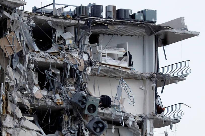 Майами-Бич, США. Разрушенное здание в штате Флорида