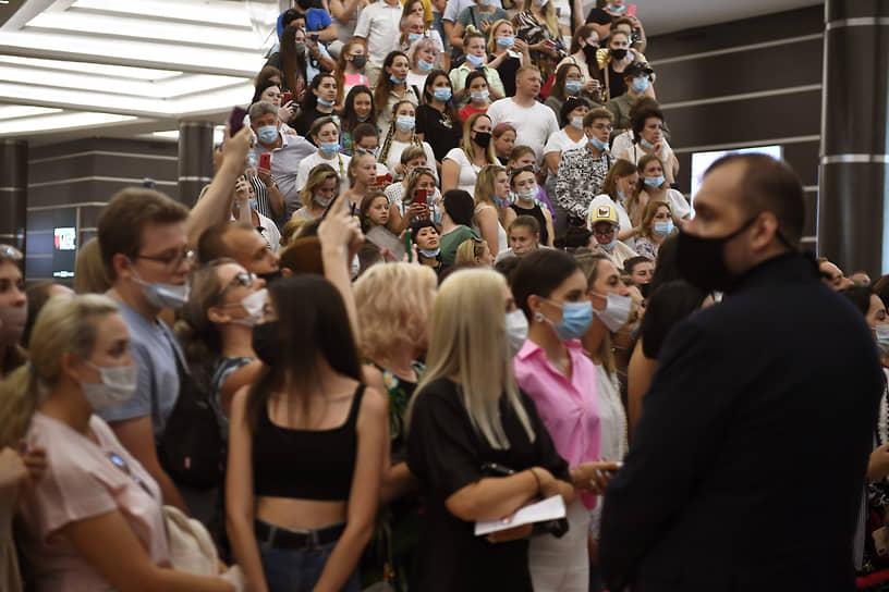 Красногорск, Московская область. Церемония открытия музыкального фестиваля «Жара» в Crocus City Hall