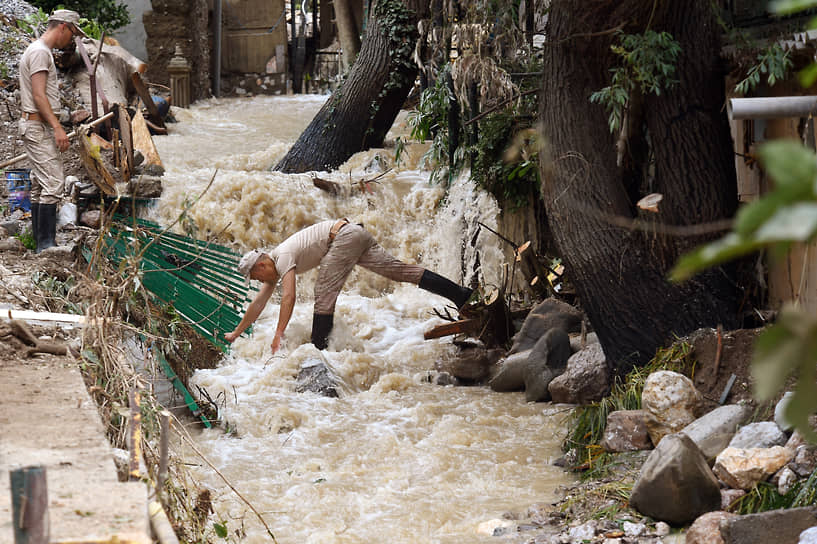 Ялта. Ликвидация последствий наводнения