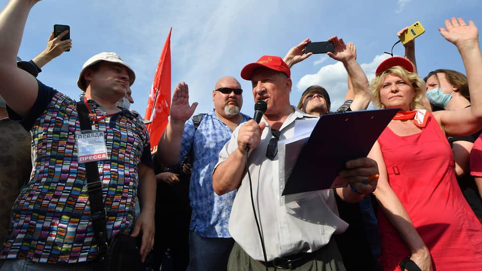 Депутат Госдумы Валерий Рашкин на митинге КПРФ против принудительной вакцинации
