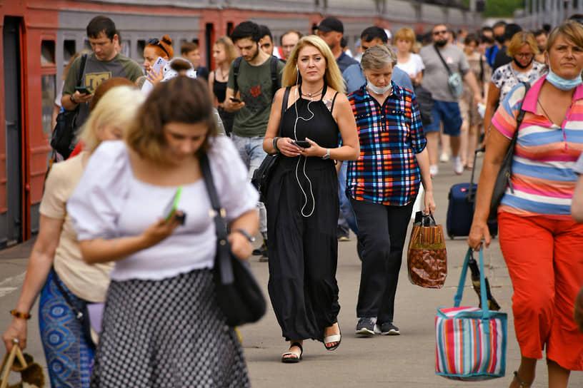 Перрон Курского железнодорожного вокзала в Москве, 25 июня
