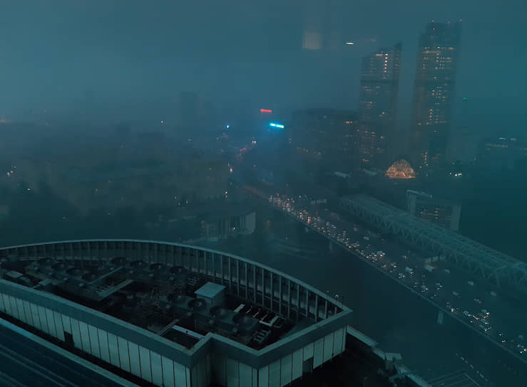 Вид на Третье транспортное кольцо из офиса в деловом центре «Москва-Сити»