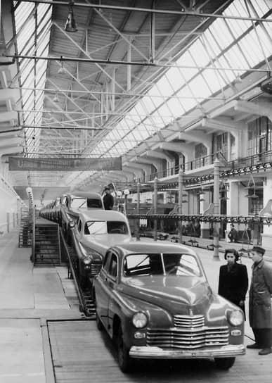 Прототипом для конструкции кузова стал немецкий автомобиль Opel Kapitan 1938 года выпуска, от него «Победе» досталась также передняя подвеска