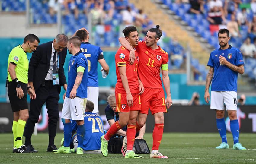 <b>Итан Ампаду (Уэльс, на фото третий справа)</b><br> Во время матча группового этапа между Италией и Уэльсом получил красную карточку за грубый фол против Федерико Бернардески. Италия в большинстве выиграла со счетом 1:0