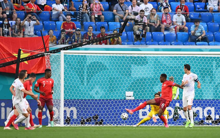 <b>Денис Закария (Швейцария)</b><br> В матче 1/4 финала Швейцария—Испания полузащитник швейцарцев Денис Закария забил автогол, на 8-й минуте неудачно срезав мяч в свои ворота. Испанцы сравняли счет и прошли в полуфинал, одержав верх в серии послематчевых пенальти