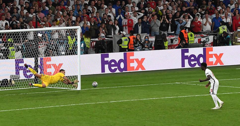 <b>Букайо Сака (Англия)</b><br> Незабитый им пенальти в послематчевой серии в финале Евро оказался для англичан последним. До этого ворота сборной Италии не сумели поразить Джейдон Санчо и Маркус Рашфорд. Итальянцы выиграла чемпионат Европы