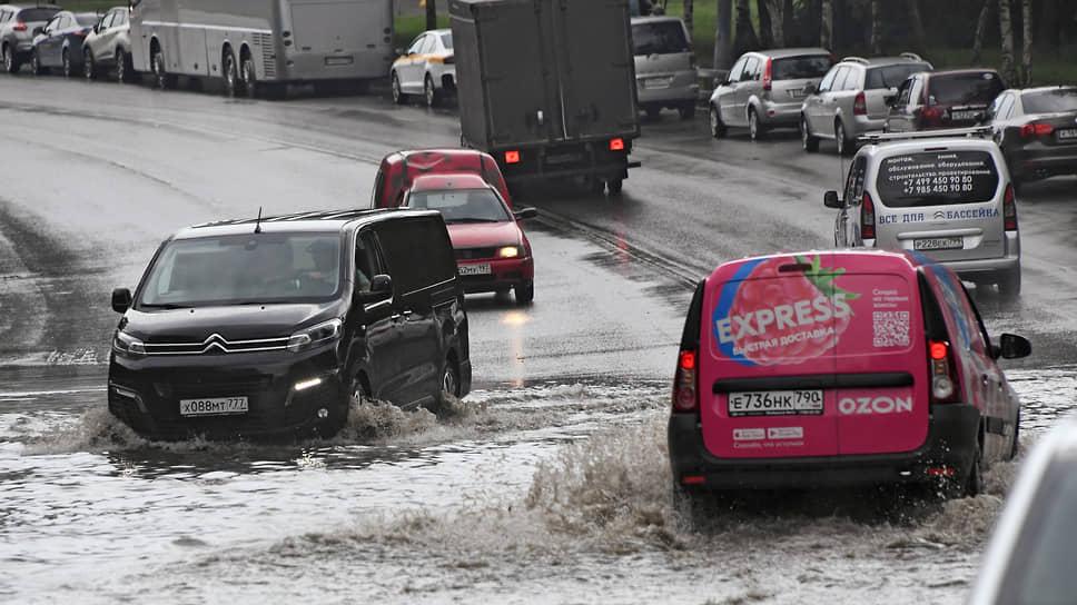 Страховщики рекомендуют не плавать на автомобиле