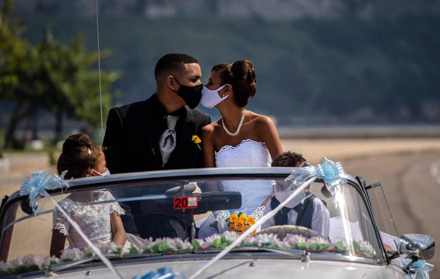 Молодожены на свадебной фотосессии в Гаване, Куба