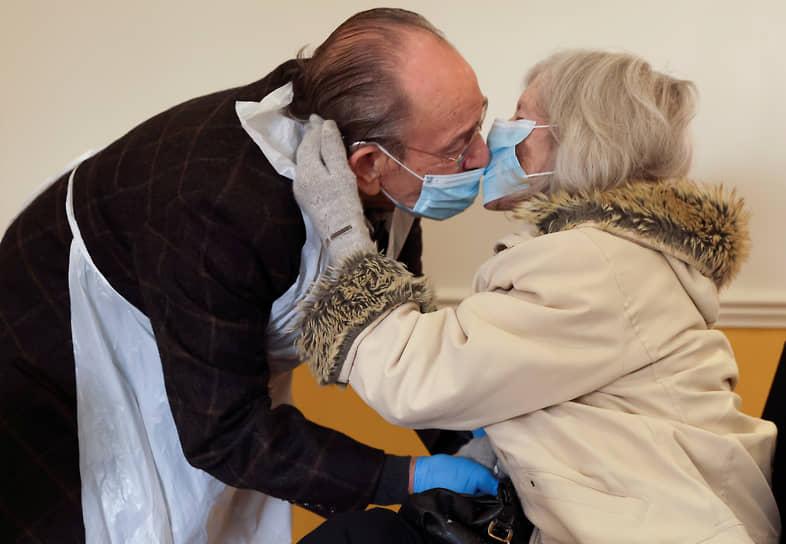 Боб Андерхилл и его жена Патрисия, страдающие болезнью Альцгеймера, в медицинском центре в Лондоне