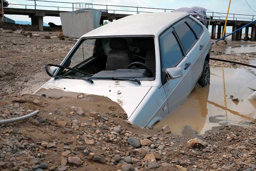 По данным оперативного штаба Краснодарского края по ликвидации последствий затопления, подтопленными до сих пор остаются 267 жилых домов