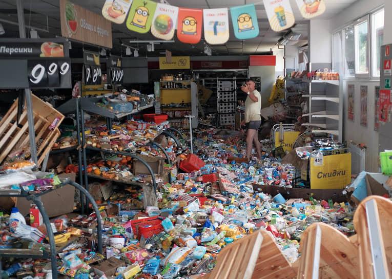 Представители муниципалитетов в ходе заседания комиссии по ликвидации чрезвычайных ситуаций сообщили, что вода в районах Краснодарского края, где в ночь на 6 июля отмечались подтопления, начала сходить