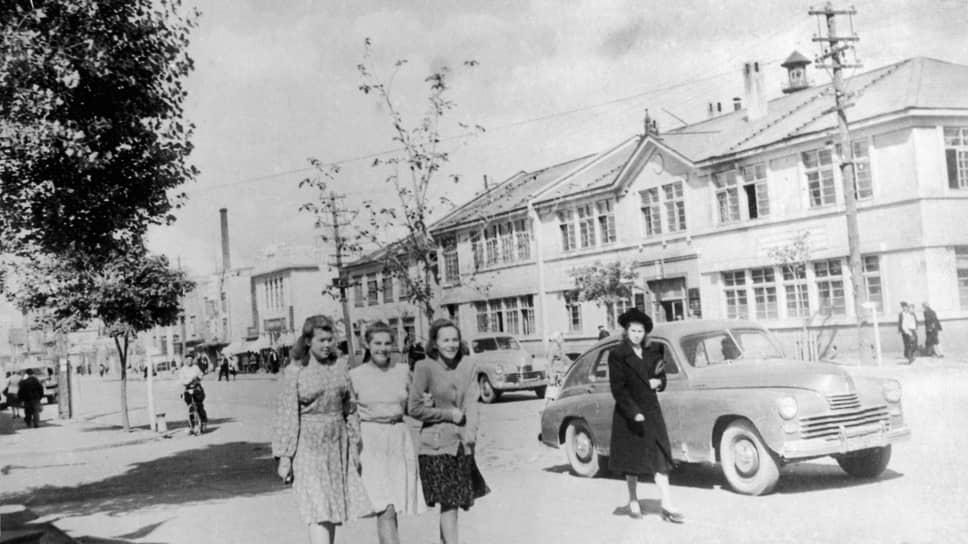Оо-дори, главная улица Тоехары, стала называться улицей Ленина