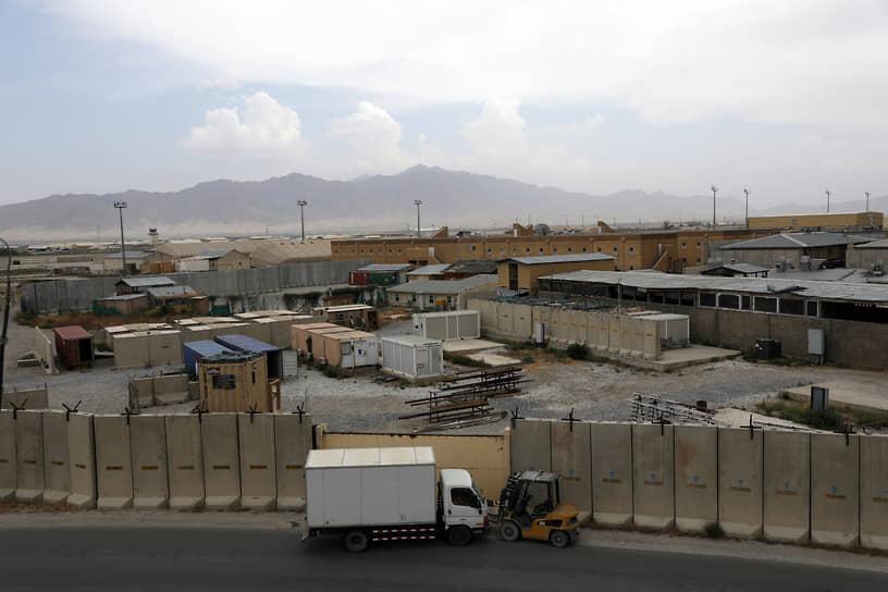 6 июля в Пентагоне сообщили, что процесс вывода американских военных из Афганистана завершен более чем на 90%. Как сообщили источники The New York Times в Пентагоне, спешка была обусловлена желанием не допустить внезапной смерти американского военнослужащего в столкновениях с талибами, что вызвало бы резкий всплеск общественного недовольства