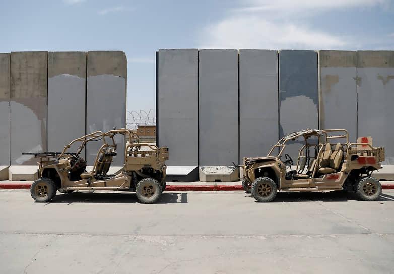 С выводом контингентов стран НАТО из Афганистана ситуация в стране резко обострилась. Талибы активно наступают на позиции правительственных сил и разворачивают военные действия на большей части территории страны. Продолжаются наступления боевиков у границ Таджикистана и Узбекистана