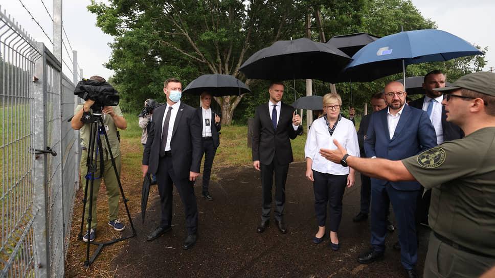Премьер-министр Литвы Ингрида Шимоните и глава Евросовета Шарль Мишель на литовско-белорусской границе