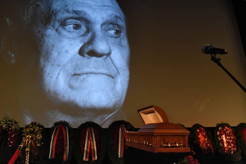 Церемония прощания с Владимиром Меньшовым прошла в Центральном доме кинематографистов (Доме кино)