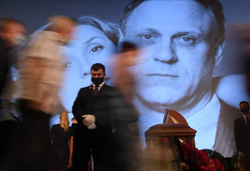 Церемония прощания с актером и режиссером Владимиром Меньшовым в Доме кино