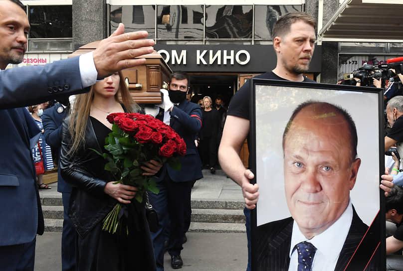 Владимир Меньшов будет похоронен на Новодевичьем кладбище рядом с актером Василием Лановым