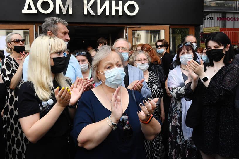 В последний путь от Дома кино до Новодевичьего кладбища Владимира Меньшова проводили овациями