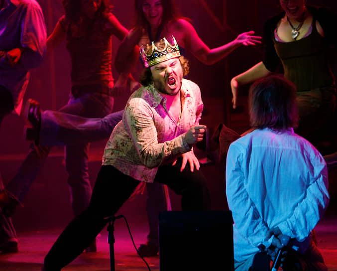 Критики признают рок-оперу значительной вехой музыкального театра второй половины XX века, которая оказала сильное влияние на развитие массовой культуры, породив множество интерпретаций <br>На фото: актер Джек Блэк в образе царя Ирода во время постановки спектакля в Лос-Анджелесе