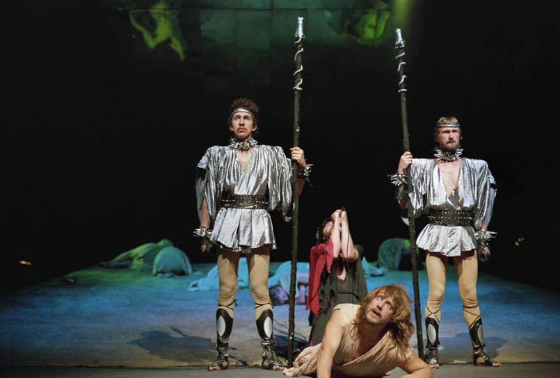 В СССР с 1970-х пластинки с рок-оперой распространялись подпольно. В 1989 году мюзикл впервые был поставлен на русском языке коллективом Ярославского городского рок-клуба в ДК «Авиатор» в городе Рыбинске. На большой сцене постановка прошла в Санкт-Петербургском Государственном театре «Рок-опера» в 1990 году (на фото). В Театре имени Моссовета рок-опера идет до сих пор также с 1990 года