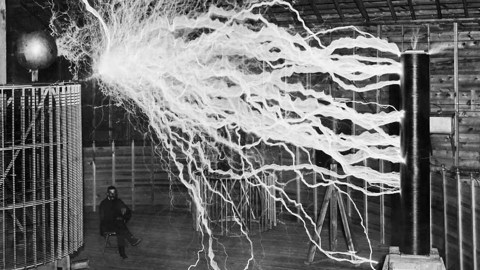 «В соответствии с решением ПБ за эти работы мною уплачено Тесла (на фото — в лаборатории) 25 000 долларов»