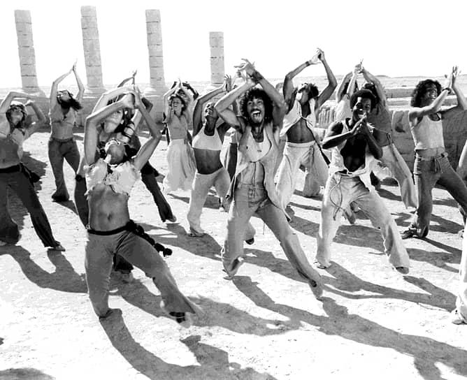 Одна из первых зарубежных постановок была показана в шведском Гётеборге 18 февраля 1972 года. На премьере присутствовало 74 тыс. зрителей, что по тем временам для страны было рекордом. К 1980 году мировые сборы мюзикла составляли уже более $237 млн