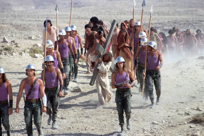 В 1973 году канадский кинорежиссер Норман Джуисон снял экранизацию рок-оперы (на фото). Съемки проходили в Израиле. Режиссер сделал акцент на контркультурных мотивах, показав историю странствующего молодежного театра, отправившегося в пустыню, чтобы поставить «Страсти Христовы». Фильм получил неоднозначные отзывы критиков, но получил премию BAFTA за лучший саундтрек, номинацию на «Оскар» и четыре номинации на «Золотой Глобус». Картина заработала в прокате в США за год $10,8 млн при бюджете в $3,5 млн, став на тот момент самым кассовым мюзиклом в стране. За все время фильм собрал в прокате $24,5 млн