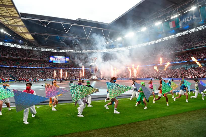 Церемония закрытия Евро-2020 перед началом финального матча