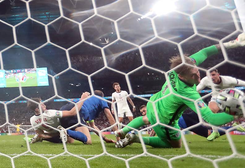 Леонардо Бонуччи на добивании забил единственный гол в ворота сборной Англии в основное время на 67-й минуте