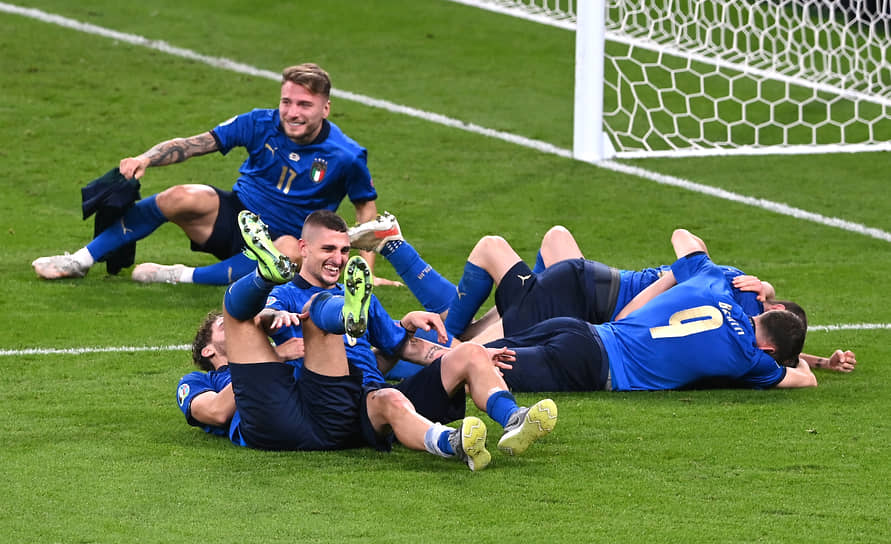 Игроки сборной Италии отмечают победу в финале Евро-2020