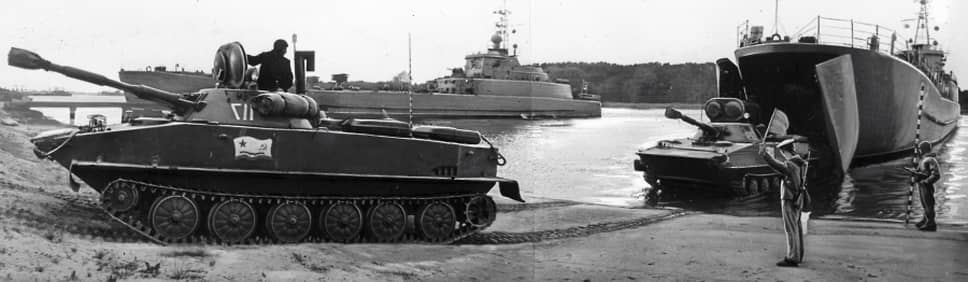 Параллельно с производством сельскохозяйственных тракторов на заводе продолжали выпускать военную продукцию: в частности, плавающий танк ПТ-76 (на фото) — участник арабо-израильского конфликта с обеих сторон; активно применявшиеся в Афганистане боевые машины БМД-1 и ее дальнейшие модификации; бронетранспортер БТР-Д и другие