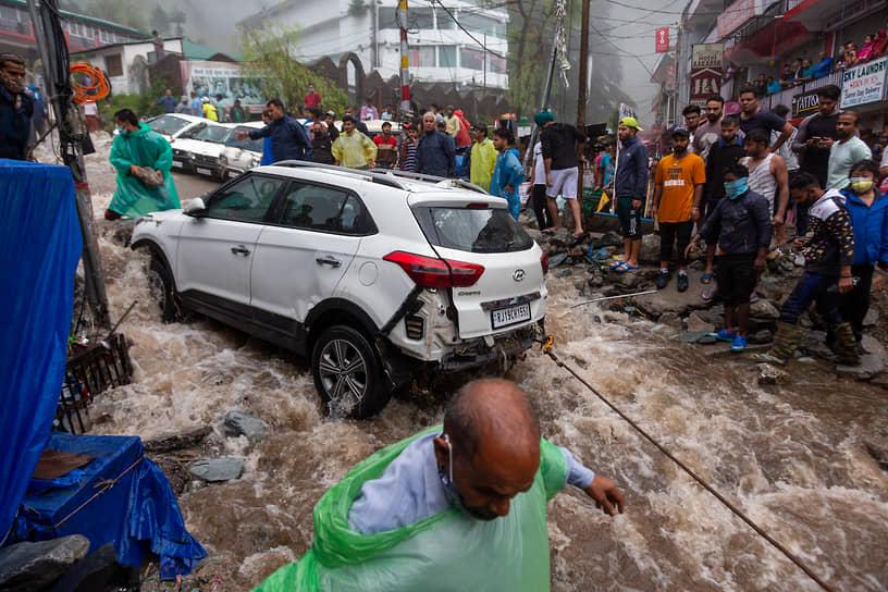 Химачал-Прадеш, Индия. Последствия наводнения из-за муссонных дождей