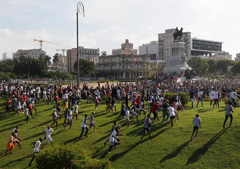 СМИ сообщали о раненных в столкновениях с полицией. В официальной кубинской прессе информации о пострадавших и задержанных не появлялось