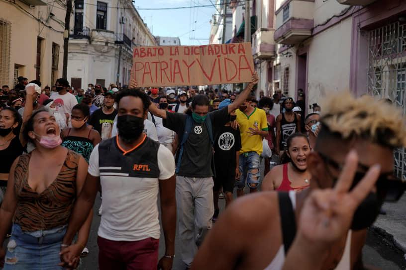США первыми на международной арене отреагировали на кубинские события. В администрации Джо Байдена выразили поддержку «свободе выражения мнения и собраний на Кубе»