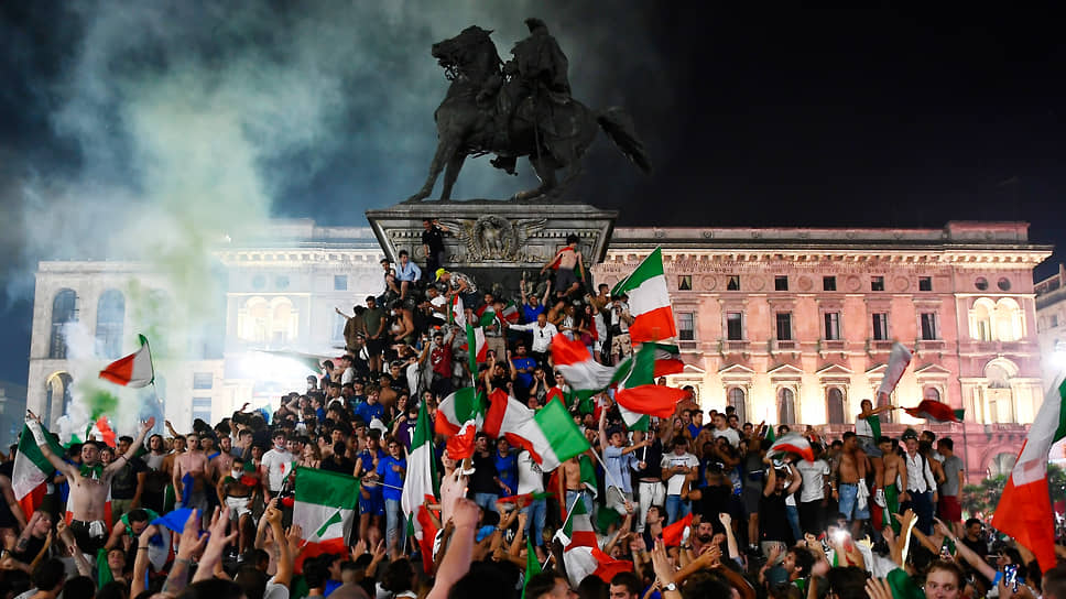 Итальянские болельщики празднуют победу сборной на Евро-2020