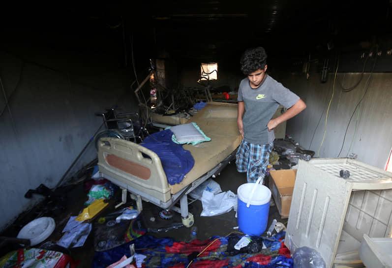 Эн-Насирия, Ирак. Последствия пожара в больнице, при котором погибли более 70 человек