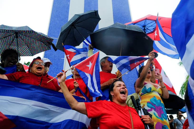 Майами, США. Кубинские эмигранты вышли на акцию после сообщений о протестах на родине