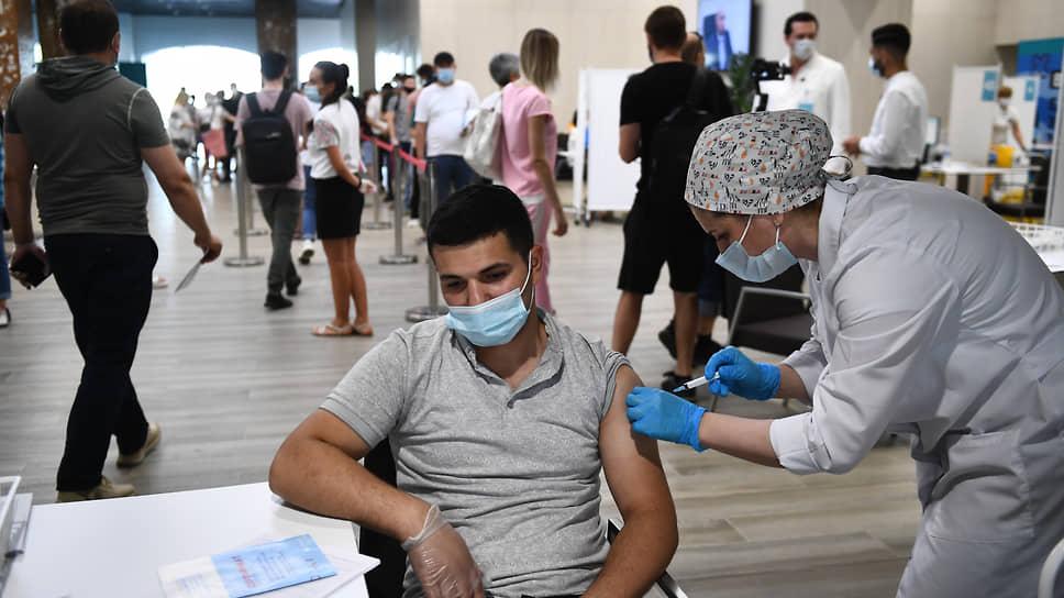 Вакцинация в «Лужниках»